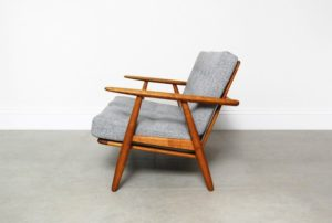ge-240-cigar-sofa-by-hans-wegner-for-getama-1956-04