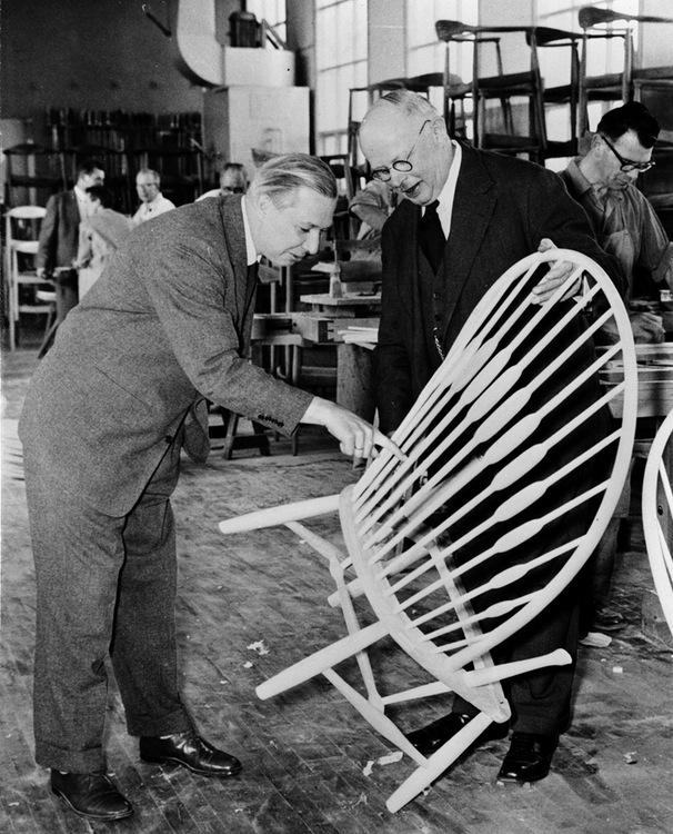 Wegner og snedkermester Johannes Hansen