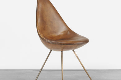 304_1_design_june_2014_arne_jacobsen_drop_chair_from_the_sas_royal_hotel__wright_auction
