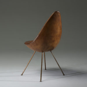 304_3_design_june_2014_arne_jacobsen_drop_chair_from_the_sas_royal_hotel__wright_auction