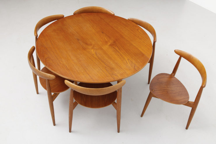 modest.furniture_vintage_0867-hans-wegner-set-heart-chairs-with-table.00